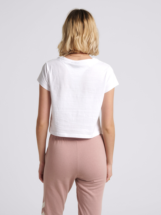 hmlLEGACY WOMAN CROPPED T-SHIRT, WHITE, model