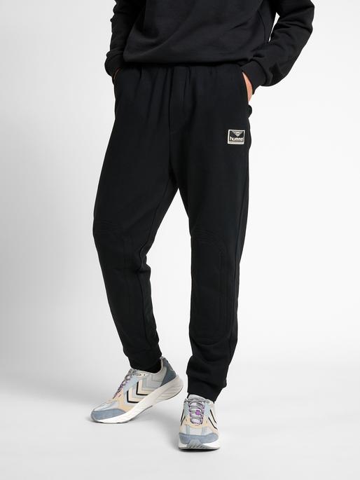 hmlTEMPO PANTS, BLACK, model