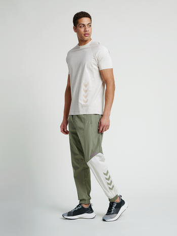 hmlSULLIVAN LOOSE PANTS, VETIVER, model