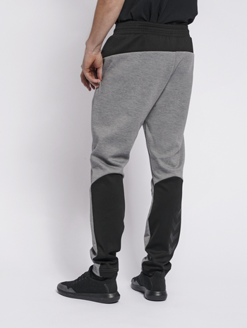 hmlTROPPER TAPERED PANTS, GREY MELANGE, model