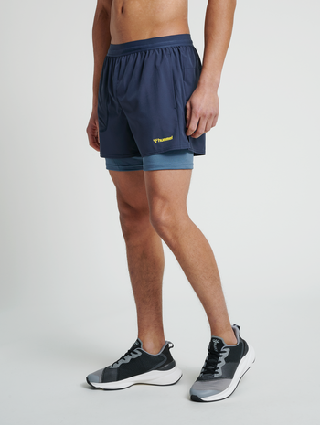 hmlFURGUS 2 IN 1 SHORTS, BLUE NIGHTS, model
