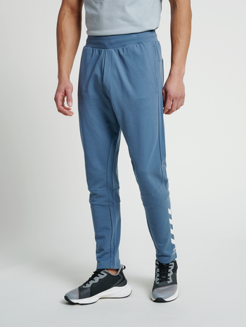 hmlCONNOR TAPERED PANTS, CHINA BLUE, model