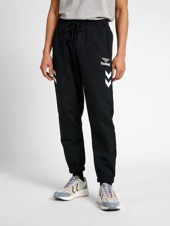 hmlHIVE SWEATPANTS, BLACK, model