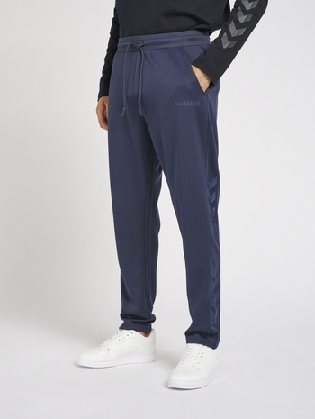 hmlLEGACY POLY TAPERED PANTS, BLUE NIGHTS, model
