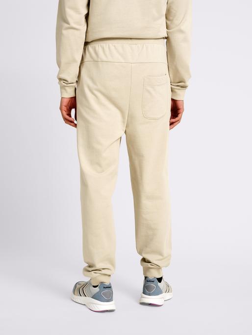 hmlTEMPO PANTS, PELICAN, model