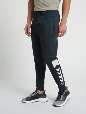 hmlALEC TAPERED PANTS, BLACK, model