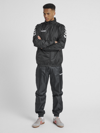 CORE SPRAY JACKET, BLACK, model