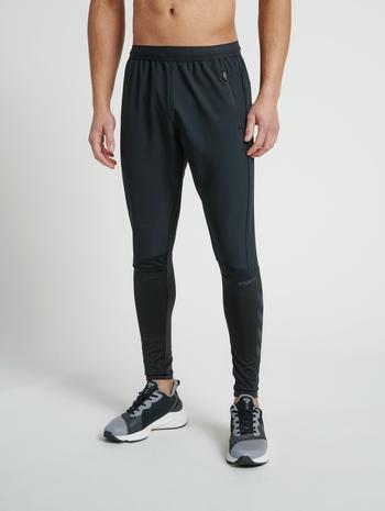 hmlRUFUS TAPERED PANTS, BLACK, model