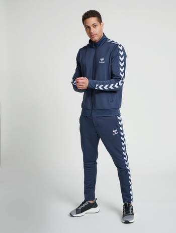 hmlNATHAN 2.0 TAPERED PANTS, BLUE NIGHTS, model