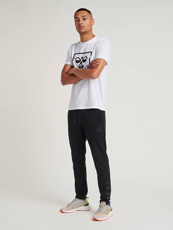 hmlISAM TAPERED PANTS, BLACK, model