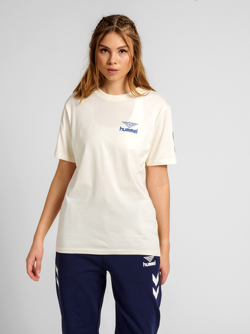 hmlHIVE COTTON TEE, MARSHMALLOW, model