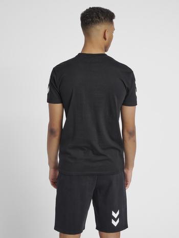 HMLGO COTTON T-SHIRT S/S, BLACK, model