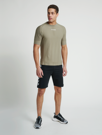 hmlRAY 2.0 SHORTS, BLACK, model