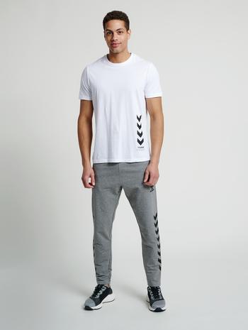 hmlDUNCAN T-SHIRT, WHITE, model