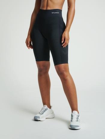hmlCLEA SEAMLESS CYCLING SHORTS, BLACK MELANGE, model