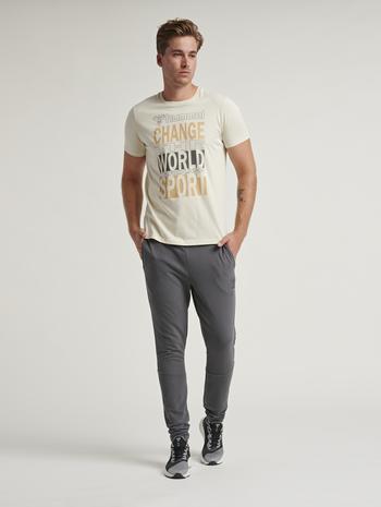 hmlACTON T-SHIRT, BONE WHITE, model